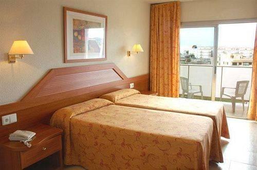 Гостиницу в Касторья на побережье недорого
