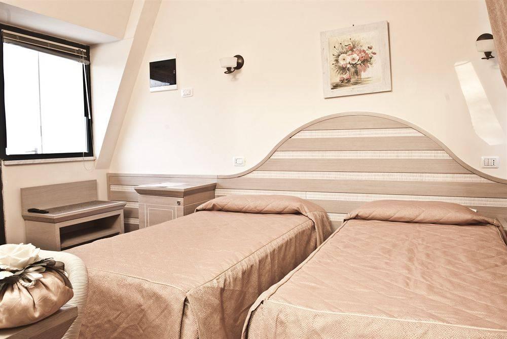 Hotel 3 recensioni Massa