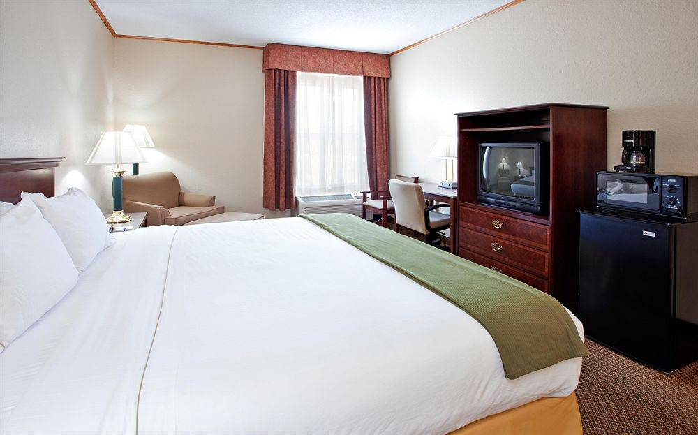 junction city chat rooms Junction city inn & suites policies extra-person charges may apply and vary depending on property policy government-issued photo identification and a credit card or cash deposit are required at check-in for incidental charges.