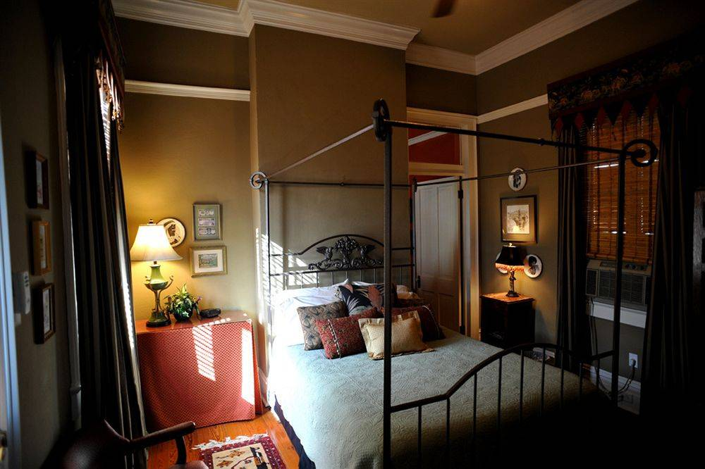 five continents bed and breakfast birle