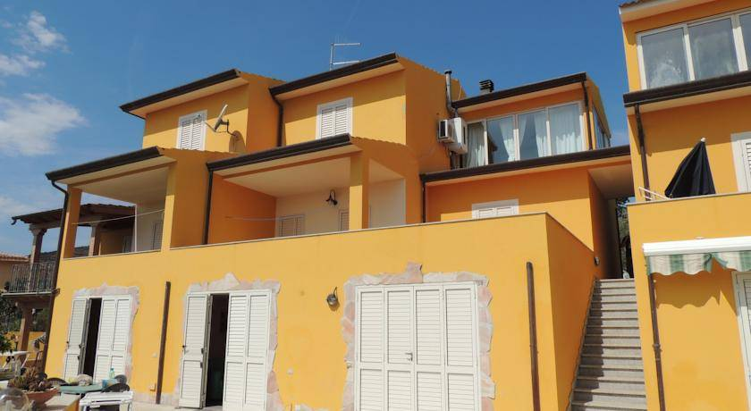 House in San Teodoro inexpensively