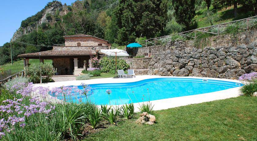 Home in Camaiore inexpensively