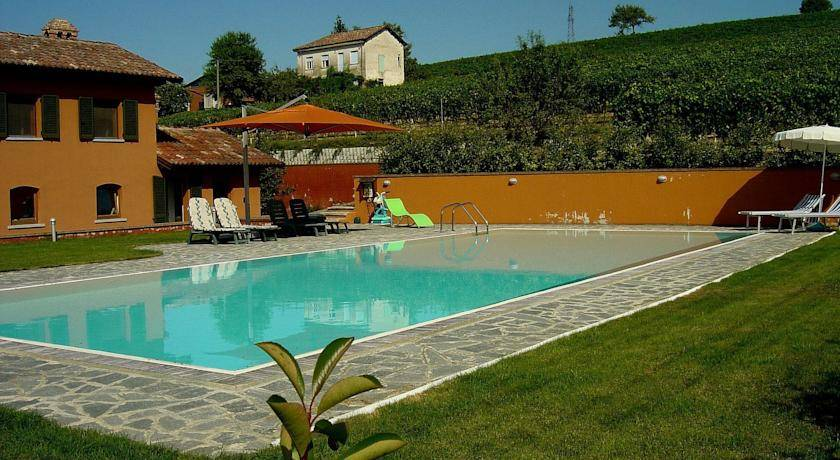 Villa Nizza Monferrato buy price