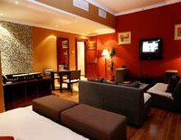 Hawthorn Hotel & Suites