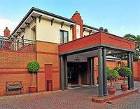 Courtyard Rosebank Hotel
