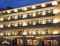 Le Phenix Hotel