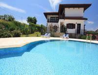 Agustus Villas & Family House