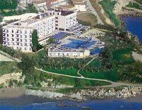 Queen's Bay Hotel