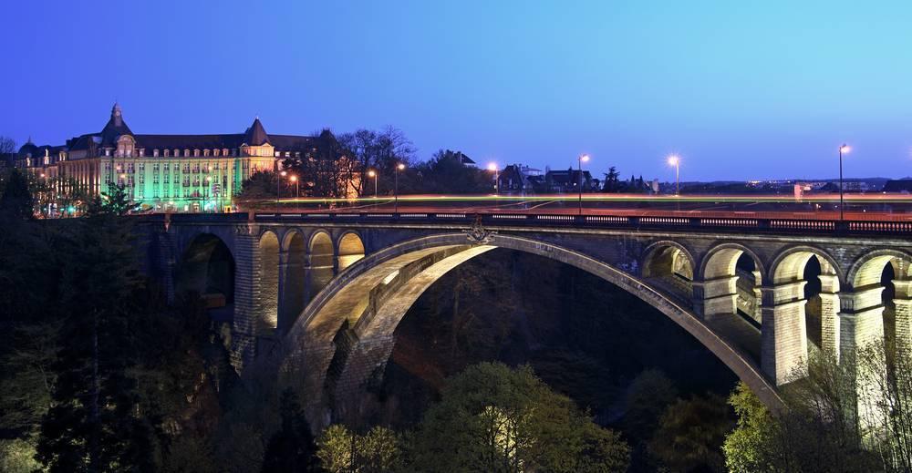 Adolphe Köprüsü'nde manzarayı seyredin