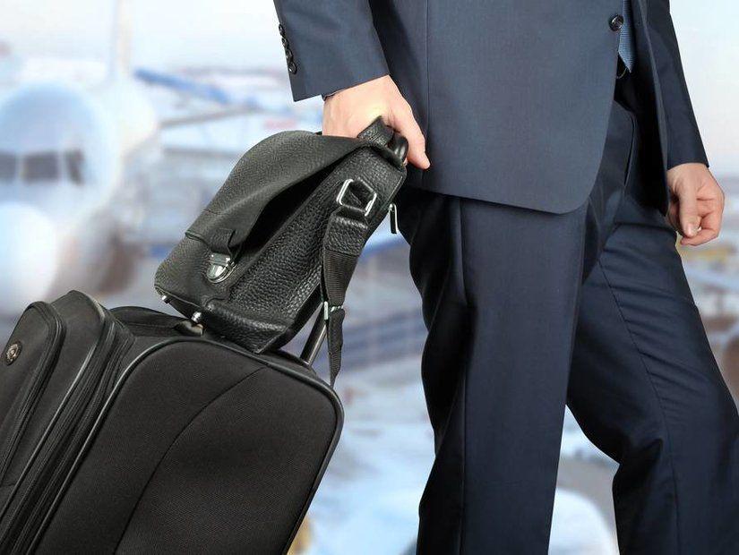 Bavul Taşıyan İş Adamı