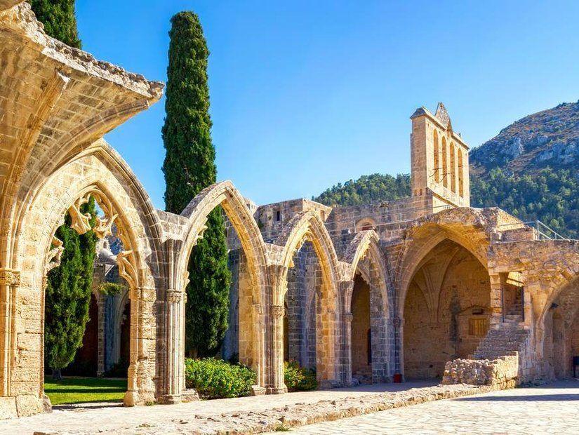 2- Bellapais Manastırı
