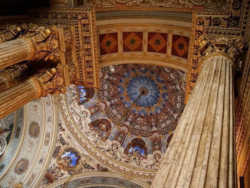 Mimari illüzyonun en görkemlisi: Dolmabahçe Sarayı