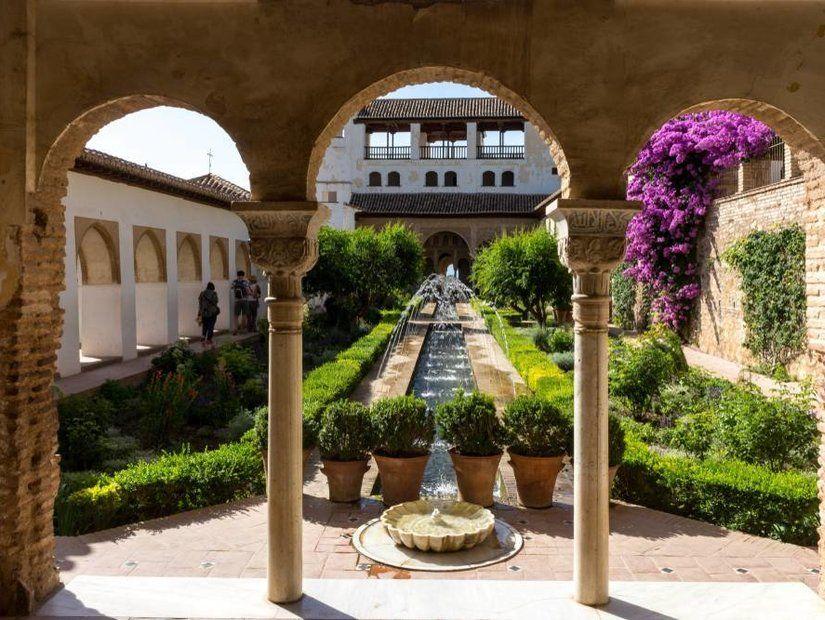 1- El Hamra Sarayı – Granada