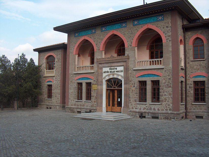 2- Eski Meclis Binası (Ankara)