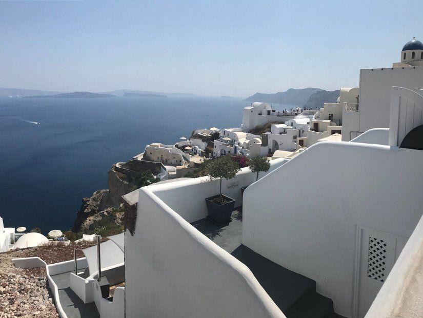 Adanın merkezi Fira