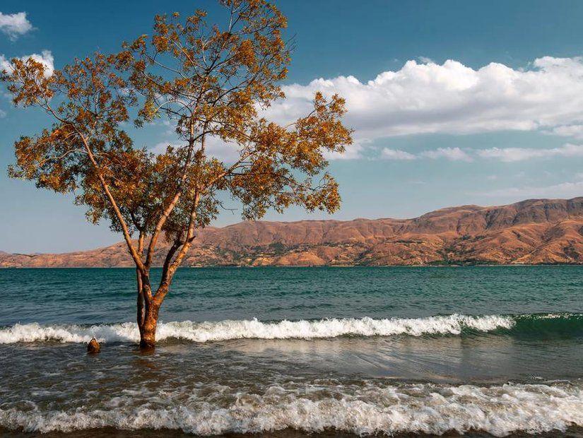 9-Hazar Gölü