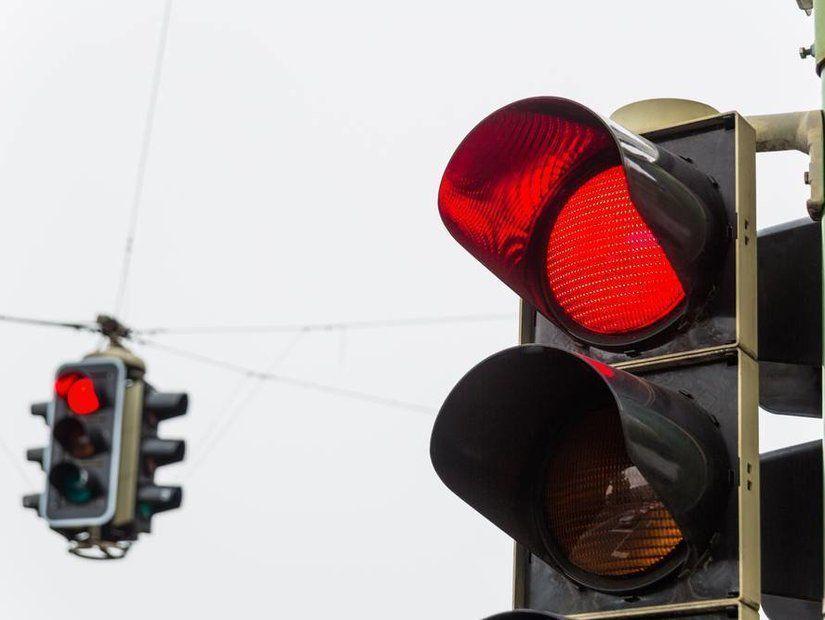 2- Kırmızı ışıkta geçmek
