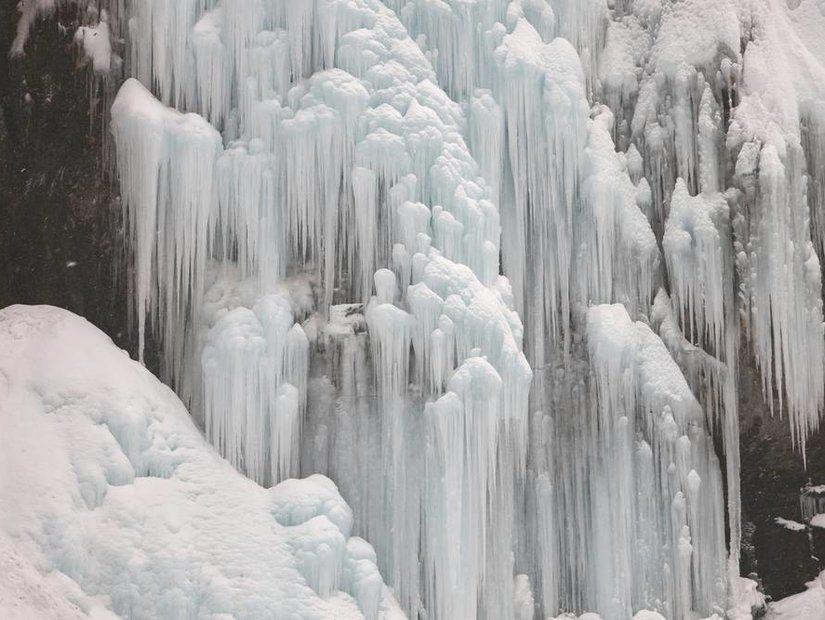 1- Erzurum'da donmuş şelaleler