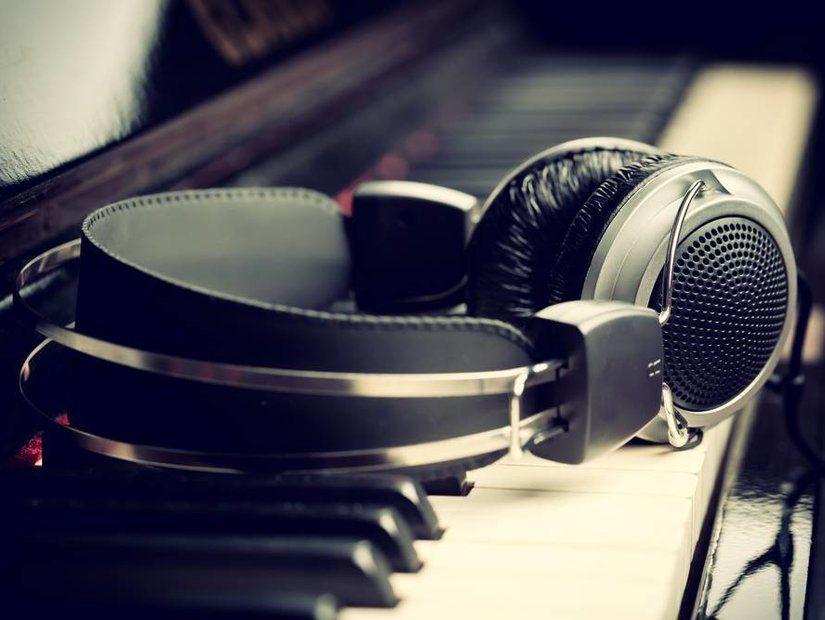 5- Ses geçirmeyen kulaklıkları unutmayın