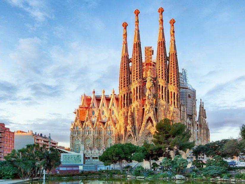 3- La Sagrada Familia – İspanya