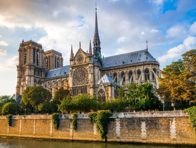 Esmeralda ve Quasimodo – Notre Dame Katedrali, Paris
