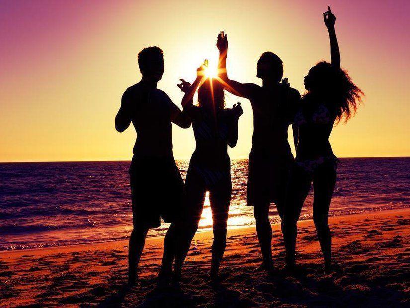 Plaj partilerinde eğlen