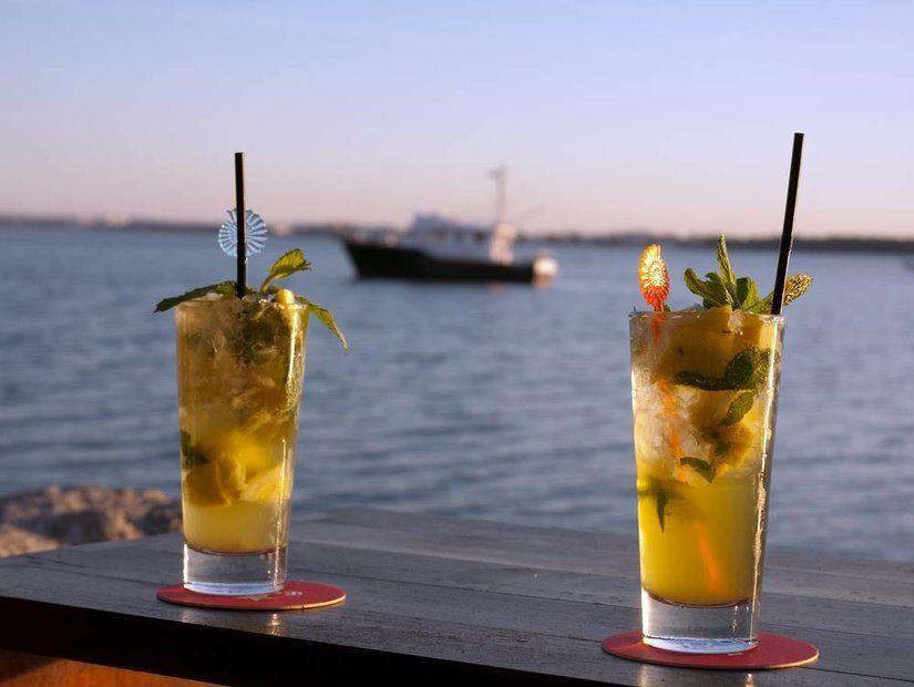 8- Teras barlarda manzarayı seyret