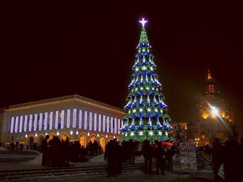 7. Ukrayna, Yapay örümcek ağları ile süslü Noel ağaçları