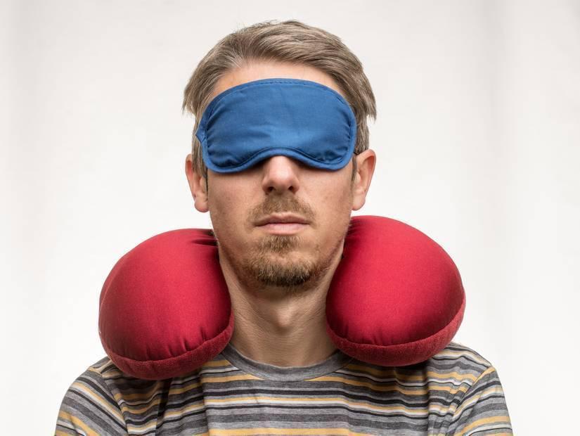 5- Yastık ve uyku gözlüğü
