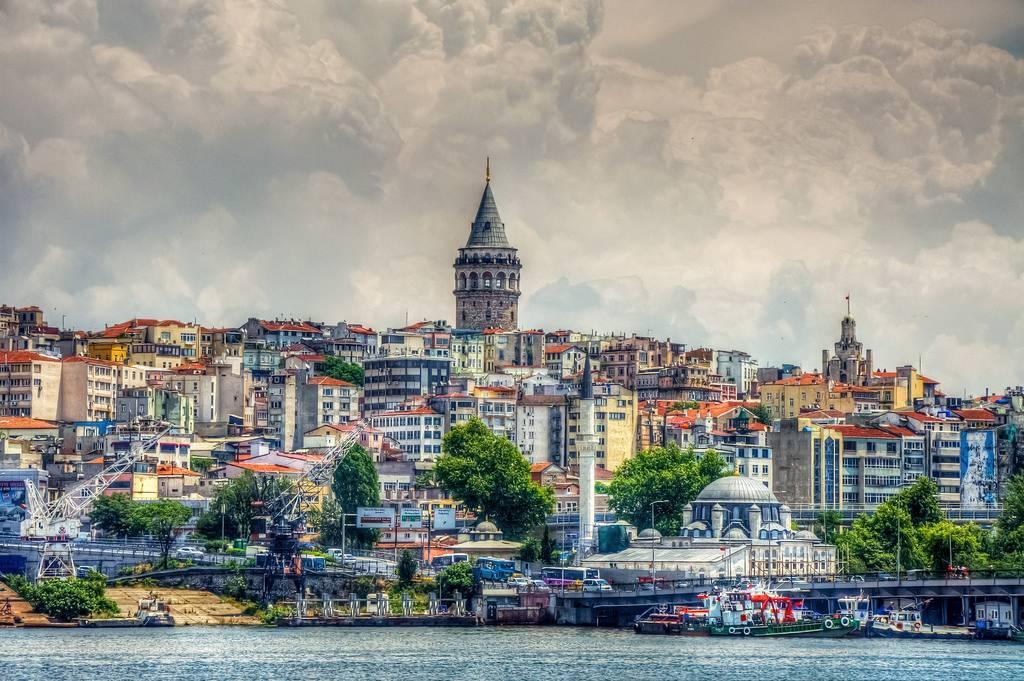 Cumartesi sabahı Karaköy'de kahvaltıyla başlıyoruz